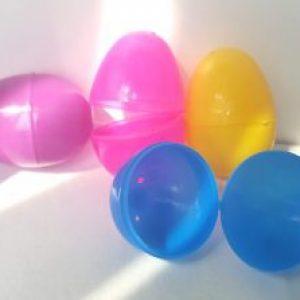 Fillable small plastic eggs